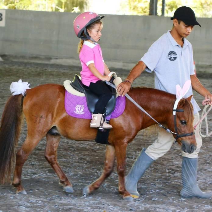 Berkuda di Canggu Bali Equestrian Centre