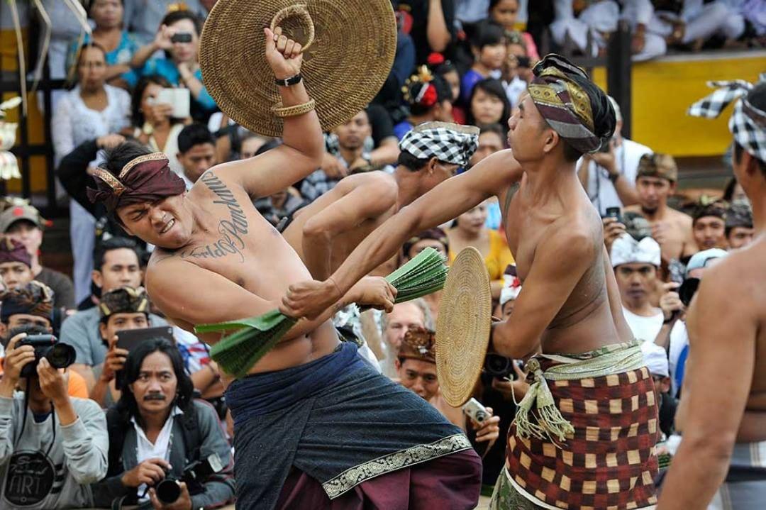 Tradisi Perang Pandan Mekare-kare