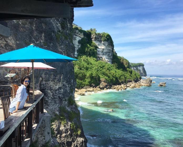 Pantai Suluban / Blue Point Beach